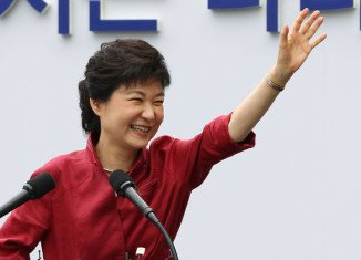 Park Geun-hye of the governing Saenuri party is looking to make history as South Korea's first female president