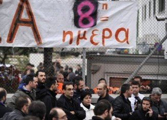 Riot police have stormed a metro train depot in Greek capital, Athens, breaking up a sit-in by striking workers