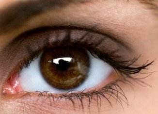 US researchers have discovered that light passing through the body and into the womb has an important role in the developing eye