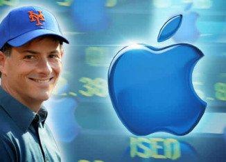 Activist shareholder David Einhorn is suing Apple, demanding that it share out more of its $137 billion cash pile to its investors