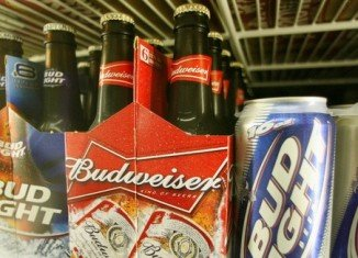 Beer drinkers in the US have filed a $5 million lawsuit accusing Anheuser-Busch of watering down its beer