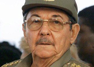 Cuba's President Raul Castro has announced he will stand down at the end of his second term in 2018, following his re-election by the National Assembly