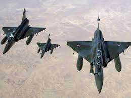 French jets have carried out air strikes in Mali's far north as they try to secure the final rebel stronghold of Kidal after a three-week offensive