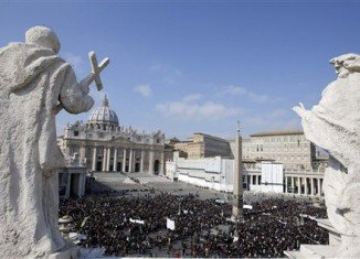Tens of thousands of pilgrims have attended Pope Benedict XVI's Angelus prayer at St Peter's Square in Rome, one of the pontiff's final public appearances