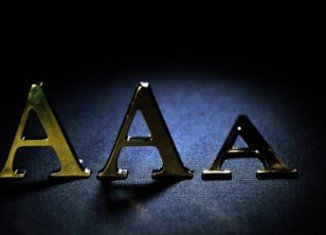 The UK has lost its top AAA credit rating for the first time since 1978 on expectations that growth will remain sluggish over the next few years