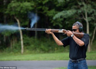 The White House has released a picture of President Barack Obama skeet-shooting, seemingly to settle a row over whether he had fired a gun before