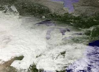 The north-east US coast is braced for a big snowstorm that has already caused hundreds of flight cancellations