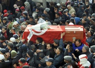 Thousands of people have attended the funeral of Tunisian opposition leader Chokri Belaid, who was killed on Wednesday by a gunman who fled on a motorcycle