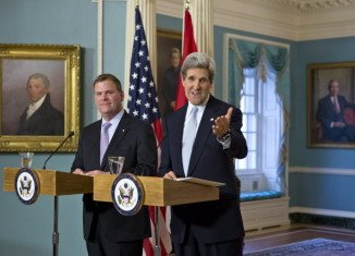 US Secretary of State John Kerry has prompted a Gallic shrug by refusing to speak French at his maiden news conference in the new position