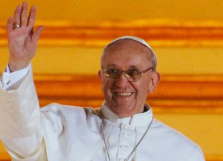 Pope Francis has stunned the owners of a Buenos Aires newspaper kiosk, by phoning directly to cancel his order