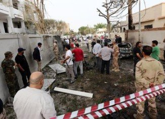 A car bomb has exploded outside the French embassy in the Libyan capital Tripoli, wounding two guards and causing extensive damage