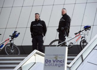 Dutch police have arrested a suspect following a threat, posted on the internet, to carry out a shooting at a school in the city of Leiden