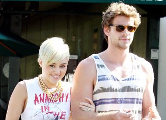Miley Cyrus and Liam Hemsworth have decided to postpone their summer wedding