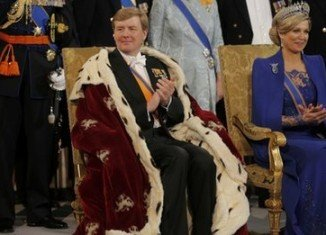 Willem-Alexander has been sworn in as king of the Netherlands in an enthronement ceremony at Amsterdam's Nieuwe Kerk