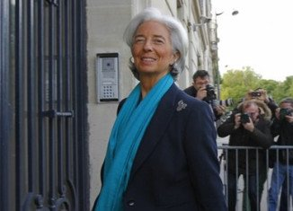 Christine Lagarde has arrived at a court in Paris for questioning over a payout to controversial tycoon Bernard Tapie during her time as finance minister