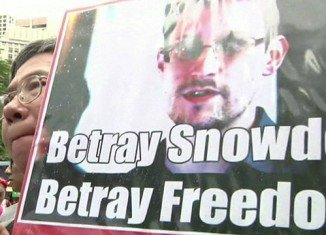 Hundreds of protesters in Hong Kong have marched to the US consulate in support of ex-CIA whistleblower Edward Snowden