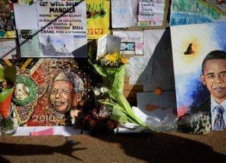 President Barack Obama has landed in South Africa amid vigils for Nelson Mandela