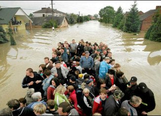 Thousands of people flee their homes as central Europe flood waters rise