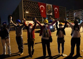 """Turkish Prime Minister Recep Tayyip Erdogan has held talks with members of Taksim Square protest group, hours after issuing a """"final warning"""" to demonstrators"""