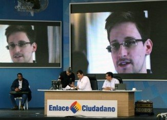 US Vice-president Joe Biden has talked to Ecuador's leader Rafael Correa by phone about fugitive Edward Snowden's bid for asylum