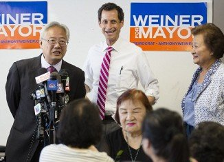Anthony Weiner falls to fourth place in New York City mayoral poll after texting scandal