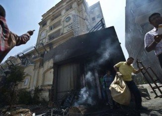 Anti-government protesters have stormed the national HQ of President Mohammed Morsi's Muslim Brotherhood in Cairo