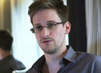 Icelandic lawmakers have put legislation on the table that would make NSA whistleblower Edward Snowden a citizen of the polar country