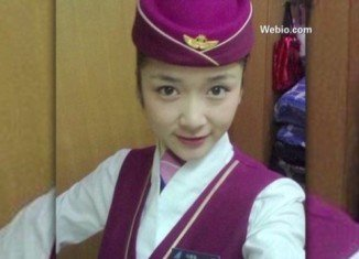 Ma Ailun, a flight attendant with China Southern Airlines, was picking up her iPhone 5 to answer a call when she received an electric shock
