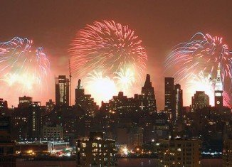 Taking place over the Hudson River, the Macy's 4th of July Fireworks Spectacular show begins brings out about 2 million spectators every year