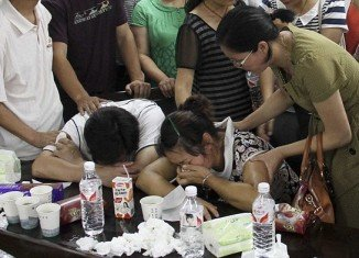 Wang Linjia's parents were both on the fight, as well, and could be seen sobbing as they learned their daughter died in the crash