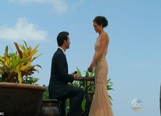 Desiree Hartsock accepted to marry Chris Siegfried on the season finale of The Bachelorette