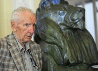 Hungarian Nazi war crimes suspect Laszlo Csatary has died at the age of 98 while awaiting trial