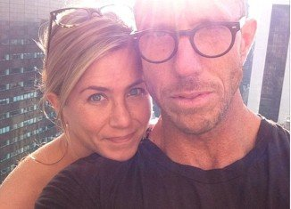 Jennifer Aniston proved she doesn't need make-up to look good