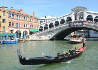 Venice authorities have set out proposals to make navigation safer on the city's main waterway after a German tourist died in a crash