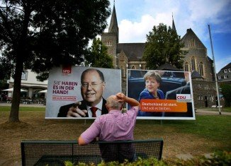 Germany's rival parties, CDU and SDP, are in their final day of campaigning ahead of Sunday's parliamentary elections