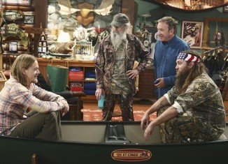 Last Man Standing Season 3 premiered last week-end by welcoming Duck Dynasty's Willie and Si Robertson in the first episode, Back to School