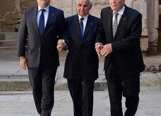 President Joachim Gauck has become the first German senior dignitary to visit Oradour-sur-Glane