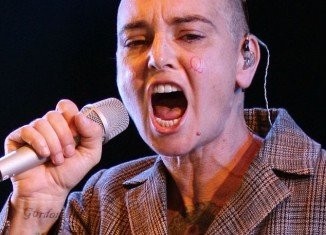 """Sinead O'Connor displayed the initials """"B"""" and """"Q"""" on her cheeks while onstage at Bestival music festival"""