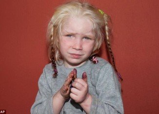 Greek police has launched an international appeal to try to identify a young blonde girl found living on a Roma settlement with a family she did not resemble