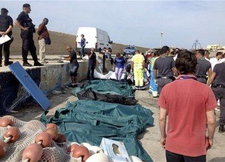 Italian coast guard has denied that it was slow to respond to the sinking of a boat carrying African migrants off the island of Lampedusa