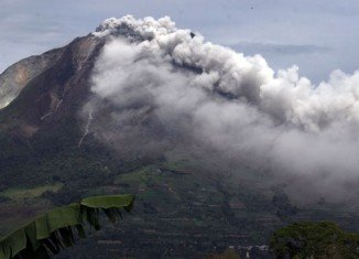 Indonesia has raised the alert for the Mount Sinabung volcano in North Sumatra to the highest level