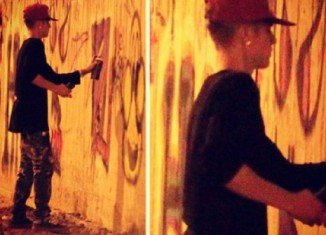 Justin Bieber spray painting the wall of the former Hotel Nacional in Rio de Janeiro