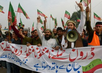Protesters in Pakistan have blocked the main supply route for provisions destined for NATO troops in Afghanistan to protest against US drone strikes