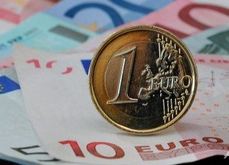 The European Commission has warned Italy and Spain that their draft budgets for 2014 may not comply with new eurozone debt and deficit rules