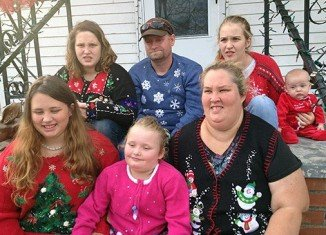 Honey Boo Boo and her family say they aren't going to let thieves dampen their Christmas display in McIntyre