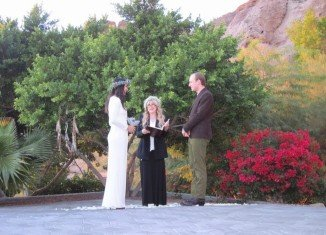 Vanessa Carlton tied the knot with John McCauley and Stevie Nicks officiated the ceremony