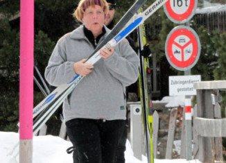 Angela Merkel has fractured a bone in her pelvis in a cross-country skiing accident in Switzerland