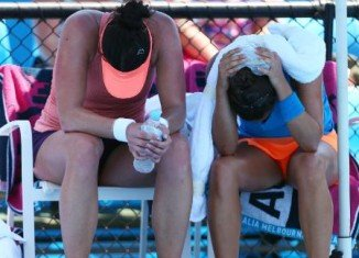 High temperatures have halted matches at the Australian Open tennis tournament