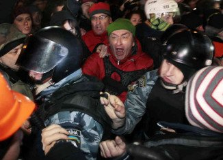 President Viktor Yanukovych and opposition leaders have agreed to scrap anti-protest laws that had fuelled anger at the government