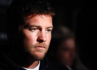 Sam Worthington has been arrested in New York City for punching photographer Sheng Li